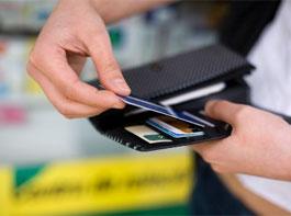 Кредитную карту надо регулярно пополнять наличными деньгами